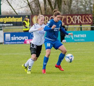 Auch Nina Burger (rechts) vom SC Sand möchte heute im Spiel gegen den 1. 1. FFC Turbine Potsdam zum Jahresbabschluss gewinnen.
