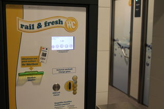Ein Euro kostet der Toilettengang. Der Wertbon über 50 Cent kann allerdings nicht in Offenburg eingelöst werden.