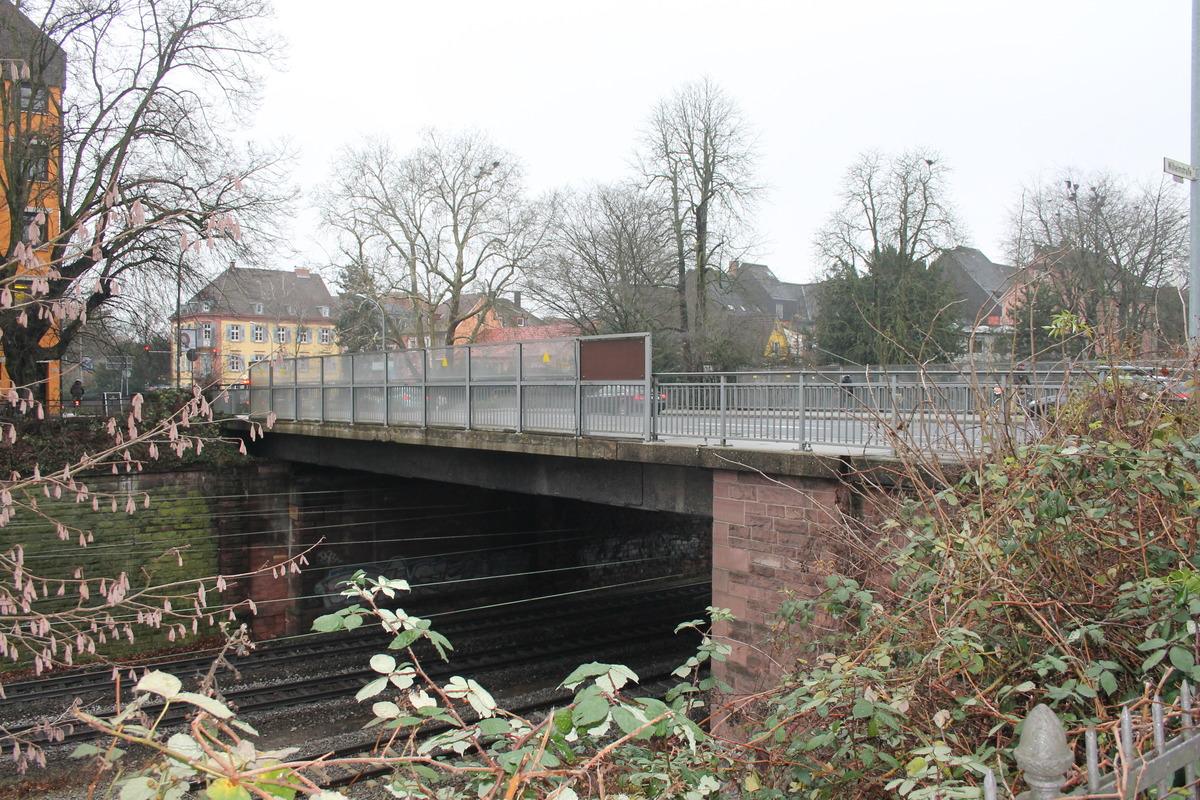 Als eins der zentralen Bauwerke wird die Zähringerbrücke zwischen Weingartenstraße und Grabenallee saniert.