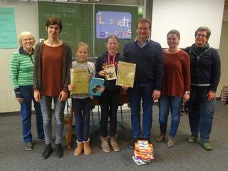 Auf den zweiten Platz las sich Johanna Huhn, auf den ersten Platz des Vorlesewettbewerbs der Werkrealschule schaffte es Chiara Hansmann.