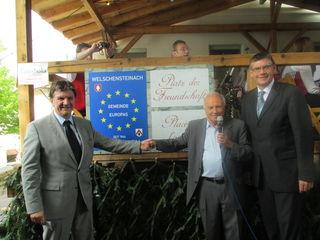 Die Bürgermeister und der Welschensteinacher Ortsvorsteher Erich Maier (Mitte) beim 50-jährigen Jubiläum.