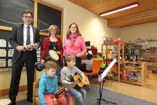 Bernd Siefermann (v. l.), Sabine Berger und die Leiterin der Kindertagesstätte Birgit Härle-Lanoë, freuen sich über die Erweiterung.