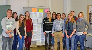 Umweltpädagogin Insa Espig und Klimaschutzmanagerin Lea Unterreiner (von rechts) haben gemeinsam mit den Seminarteilnehmern Konzepte zur Förderung von nachhaltiger Mobilität unter den Kehler Studenten entwickelt.