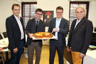 Gregor Bühler (Zweiter von rechts) leistete die Unterschrift im Beisein seiner Stellvertreter Rolf Hauser, Ambros Bühler (l.) und Wolfgang Hetzel (r.).