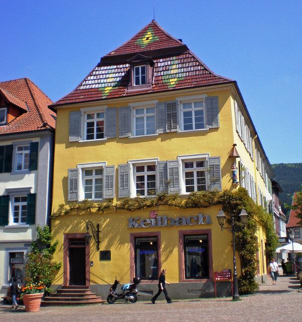"""Der Keilbach-Schriftzug prangt schon lange nicht mehr am """"Hohen Haus"""", doch noch 2008 war hier eine wichtige Filiale der großen badischen Textilkette untergebracht."""