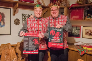 Der neue Zunft- und Hexenmeister Sven Schaller (links) mit Zunftrat Axel Micelli im neuen Zunftratkittel