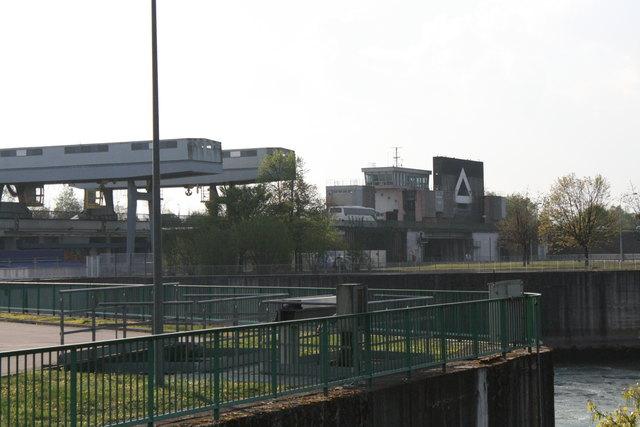 Die Brücken über die Schleusen bei Gambsheim werden von Juni bis August abgerissen und neu aufgebaut.