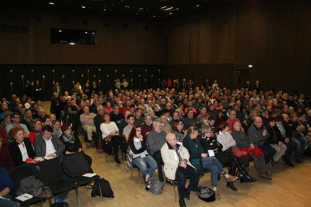 """Die Bürgerinformationsveranstaltung im """"EcRhin"""" im elsässischen Gambsheim war gut besucht."""
