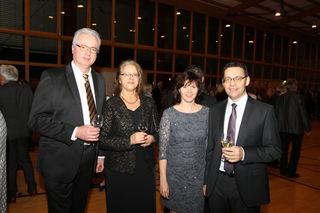 Rund 600 geladene Gäste konnten Oberbürgermeister Klaus Muttach (v. r.) und Ehefrau Roswitha sowie Bürgermeister Dietmar Stiefel (l.) mit Ehefrau Angelika beim Neujahrsempfang der Stadt Achern am Freitag begrüßen.