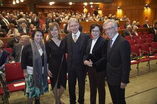 Unter den zahlreichen Gästen konnten Oberbürgermeister Wolfgang G. Müller und seine Gattin Elke Oberg (links) unter anderen Offenburgs Oberbürgermeisterin Edith Schreiner (Zweite von rechts) sowie den Drektor des Regionalverbandes Südlicher Oberrhein, Dieter Karlin (rechts), begrüßen.