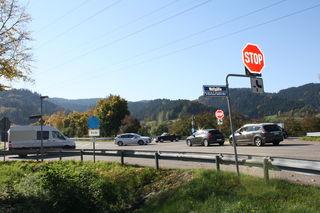 Gefahrenstelle: Der von Haslach kommende Verkehr soll künftig rechts abzweigend unter der Brücke in Richtung Offenburg geführt werden.