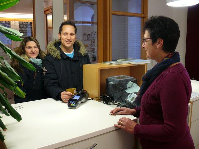 Per EC-Karte den Ausweis bezahlen: Das ist in Ringsheim ab sofort möglich.