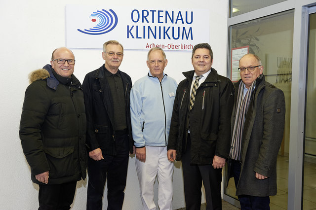 Dr. Markus Bernhard (v. l.), Franz Müller, Sr. Michael Rost, Marco Panter und Herrmann Brüstle freuten sich als Empfänger und Geber der 1.000-Euro-Spende durch die Volksbank in der Ortenau.