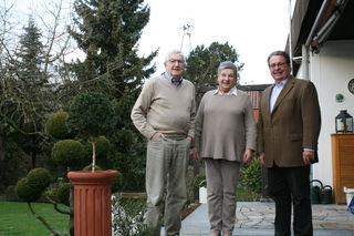 Mit dem Ehepaar Klaus und Ursel Peckolt hat die Bürgerstiftung Kehl die magische Zahl 200 bei den Stiftern erreicht. Vorstand Jörg Armbruster freut sich über den Zuspruch (v. l.).