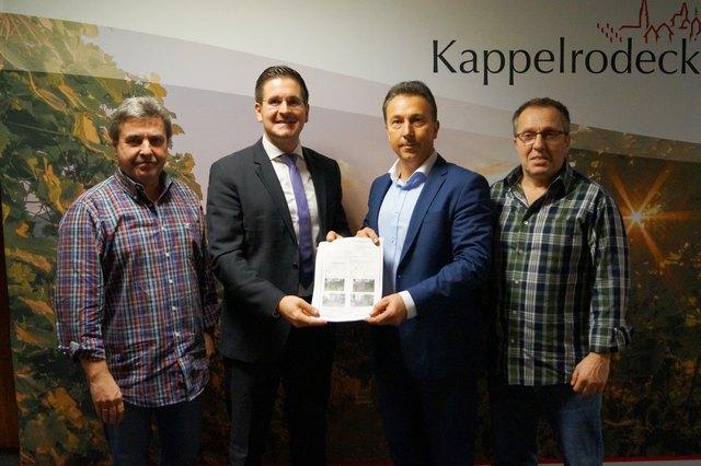 Gemeinde und Telekom schaffen mit dem vereinbarten Vectoring-Ausbau die Grundlage für schnelleres Internet: Bauamtsleiter Paul Huber (v. l.), Bürgermeister Stefan Hattenbach, Klaus Vogel und Hans-Georg Basler (beide Telekom).