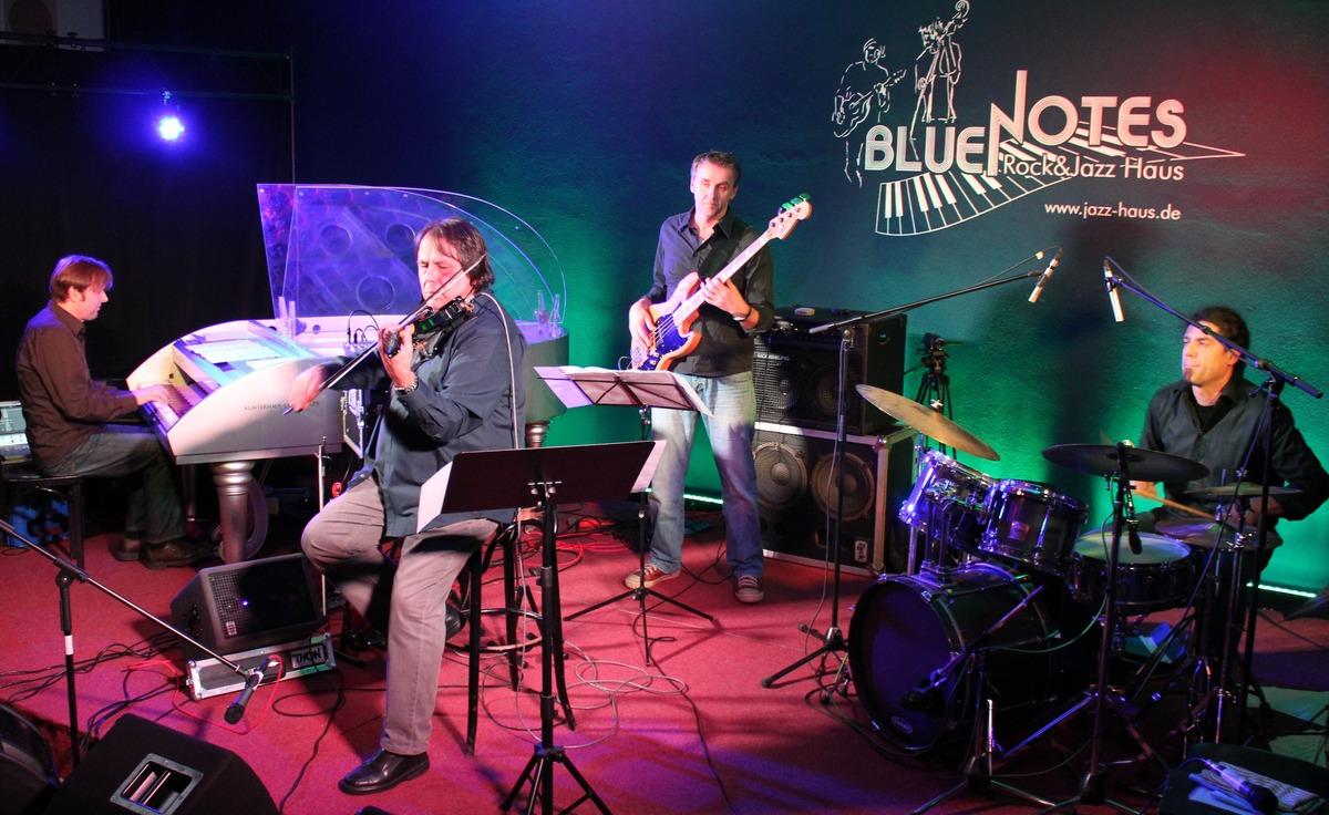 Zipflo Reinhardt spielt mit unterschiedlichen Bands zusammen.