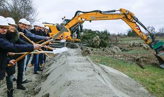 """Der erste Spatenstich ist erfolgt, im September sollen die Erschließungsarbeiten im Neubaugebiet """"Klein Münchberg"""" in Ettenheim abgeschlossen sein."""