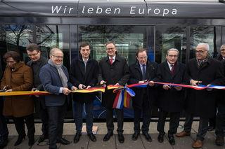 Die Straßburger Transportkompagnie CTS und der Eurodistrikt Strasbourg-Ortenau gaben den neuen Straßenbahnzug frei.