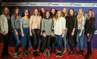 Die zwölf Gewinnerinnen des Hostessen-Castings