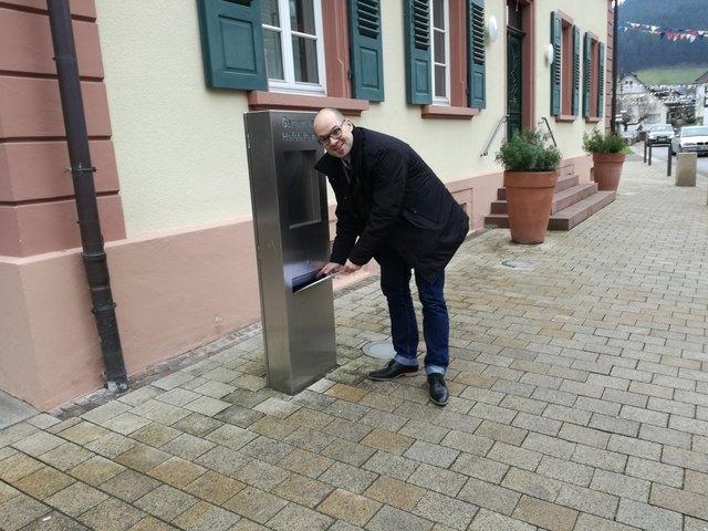 Martin Aßmuth gab am Samstag, direkt zum Beginn der Frist, seine Bewerbungsunterlagen für das Bürgermeisteramt in Hofstetten ab.