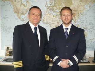 Sind weltweit über den Wolken unterwegs: Michael Erath (l). und Sohn Kevin.
