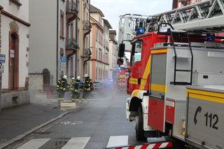 Die Flammen hat die Feuerwehr auf der Zeller Straße endgültig gelöscht.