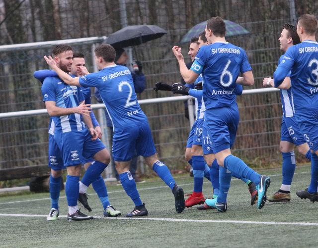 """Der SV Oberachern hatte gestern allen Grund zum Jubeln. Mit 5:0 wurde der 1. CfR Pforzheim zurück in die """"Goldstadt"""" geschickt."""