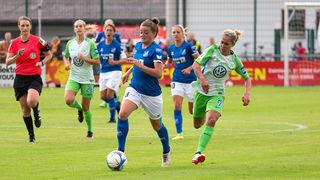 Die Sander Frauen (blaues Trikot) wollen im heutigen Heimspiel gegen den SV Werder Bremen dreifach punkten