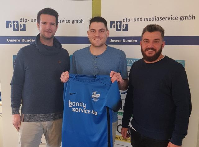 Dominik Künstle (links), Trainer ab der kommenden Saison, mit dem Neuzugang Steffen Till und Nicolas Braun (Mitglied im Spielausschuss SVN)