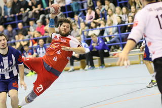 Die HSG Ortenau (rotes Trikot) war im Derby gegen den TuS Schuttern nicht aufzuhalten und siegte mit 26:16.