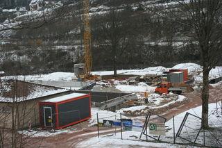 Trotz kalter Temperaturen wird weiter an der Sanierung des Hornberger Freibads gearbeitet.