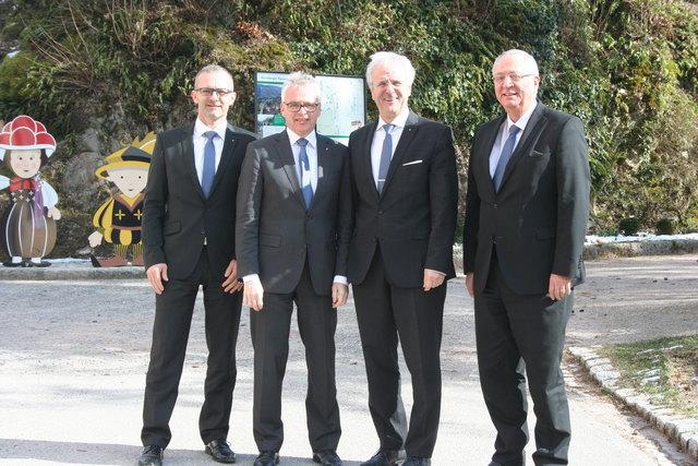 Die Vorstandsmitglieder Oliver Broghammer (v. l.), Martin Heinzmann, Vorstandsvorsitzender Manfred Kuner und Vorstandsmitglied Rainer Engel auf dem Hornberger Schlossberg