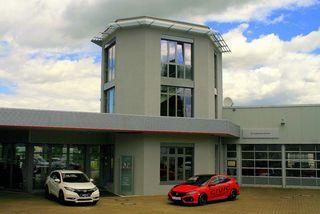 Modernisiert und mit der Auszeichnung als Top-Händler für Leistung, Kundenorientierung und Verkaufserfolg präsentiert sich das Autohaus Kunz direkt an der B3.