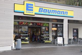 """Seit 2016 präsentiert sich das traditionsreiche Familienunternehmen """"EDEKA Baumann"""" mit regionalen Produkten in der Markgrafenwiese 12."""