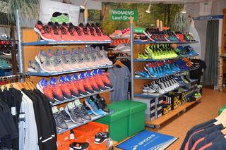 """""""Sport Beck – Der Trendladen"""" hat montags bis freitags von 8.30 Uhr bis 12 Uhr und von 14 Uhr bis 18 Uhr sowie samstags von 8.30 Uhr bis 13 Uhr geöffnet."""
