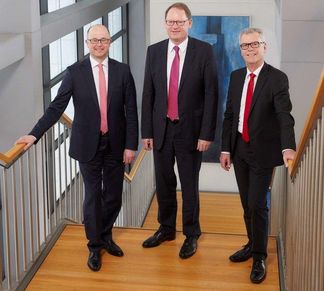 Bei der Bilanzpressekonferenz (v. l.): Vorstandsmitglied Jürgen Riexinger, VorstandsvorsitzenderHelmut Becker und Karl Bähr, stellvertretender Vorstandsvorsitzender