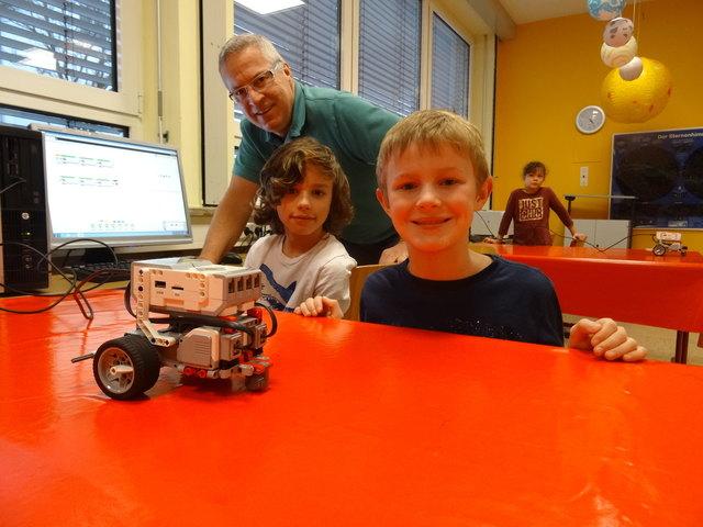 """Dozent für den Kurs """"Mindstorm Roboter programmieren"""" ist Klaus Lackner."""