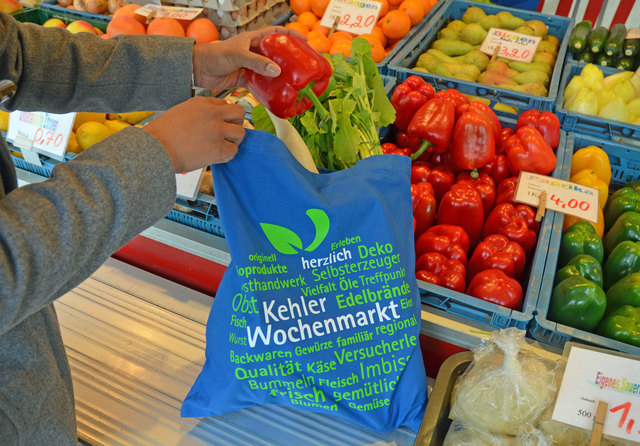 Mit Fairtrade-Einkaufstaschen in Kehl-Blau zu einem bewussteren Umgang mit Plastiktüten