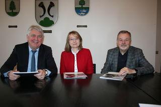 Der Vorstandsvorsitzende der Bürgerstiftung Hornberg, Franz Kook (von rechts), Andrea Wimmer und Kuratoriumsvorsitzender Siegfried Scheffold informierten über den Stand der Bürgerstiftung.