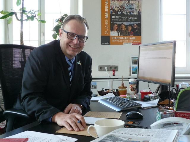 """Guido Schöneboom an seinem Schreibtisch am Tag nach der Wahl: """"Es fühlt sich gut an."""""""