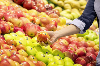 Obst aus der Region und aus Bioanbau – das ist gut für die Gesundheit der Kunden und für die Umwelt.
