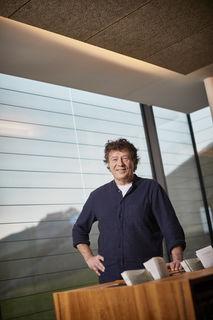 """Günther Laubis arbeitet beim SWR-Radio in Baden-Baden, ist Redakteur, Reporter und Moderator, aber auch Veranstalter der """"Durbacher Nachlese"""" und sehr verwurzelt mit der Ortenau."""