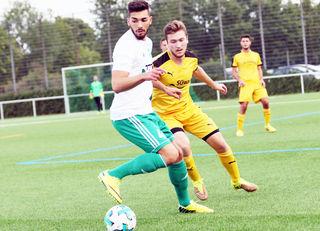 Der SV Oberkirch (gelbes Trikot) konnte gegen den FV Schutterwald Revanche für die Hinspiel-Niederlage nehmen und wichtige Punkte für den Klassenerhalt holen.