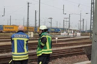 Einsatzkräfte am Offenburger Bahnhof.