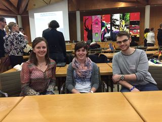 Die Jugendgemeinderäte (v. l.) Lea Seifried, Tabea Decker und Julian Armbruster folgten der Einladung des Eurodistrikts und diskutierten mit vielen weiteren jungen Menschen über zukünftige Projekte in den Profilthemen Kultur und Mobilität.