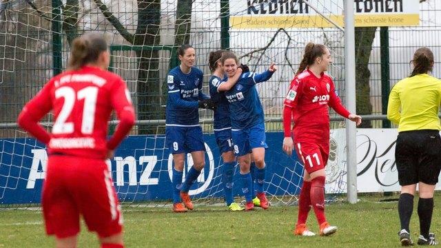 Die Sander Spielerinnen bejubeln den Ausgleichstreffer am Mittwochabend gegen den 1. FFC Frankfurt.