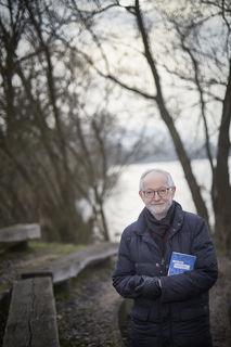 """Willi Keller am """"Tatort"""": Erst vor kurzem hat der bekannte Autor aus Offenburg einen Krimi vorgelegt. Der Offenburger Gifizsee spielt dabei eine wichtige Rolle."""