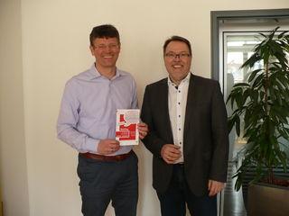 """Baubürgermeister Oliver Martini (links) und Finanzbürgermeister Hans-Peter Kopp informierten über den """"Markttag""""."""