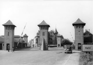 """Am """"Kreml"""", der heutigen Geiger-Kreuzung, werden auch die Passierscheine der Deutschen kontrolliert."""