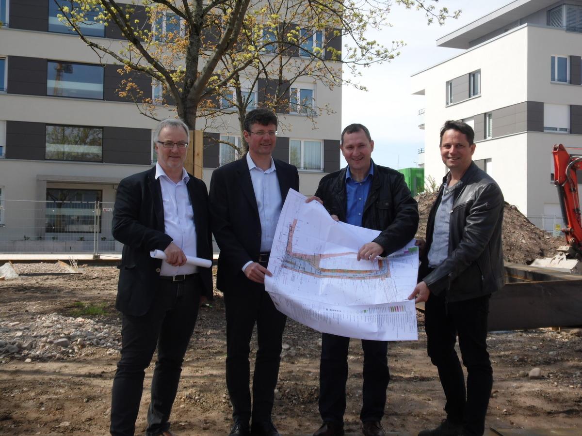 Von links: Erwin Drixler, Fachbereichsleiter Bauservice, Baubürgermeister Oliver Martini, Bernhard Mußler, Abteilungsleiter Straßen und Brücken, Philip Denkinger, Projektleiter Grün und Umwelt